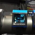 Liquivision es una empresa canadiense que fabrica estas computadoras, que se distinguen de las demá por su display OLED muy luminoso y la utilización de tecnología ultrasónica para sus trasmisores, lo que permite un mayor rango de funcionamiento entre ambas unidades.