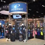 Oceanic es la más conocida del grupo fundado por Bob Hollis, AUP (American Underwater Products) y que incluye a Aeris, Hollis, Oceanpro, Lavacore y Pelagic. Al igual que otros años su presencia es de la más grandes del Show.