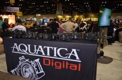La Canadiense Aquatica tiene una muy completa linea de cajas estancas para Nikon y Canon y sus precios son muy competitivos. Tambien es dueña de la marca de brazos para iluminación TLC. www.aquatica.ca