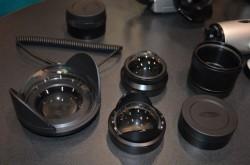 Parte de la línea de frontales de Seacam, hechos en aluminio y con ópticas de cristal. Los domos más pequeños son los Fisheye macro port, diseñado para hacer fotos de aproximación con objetivos ojo de pez.