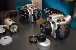 Aqui una vista de dos modelos de estancos de Seacam, el visor especial S10 y el Seaflash D150l